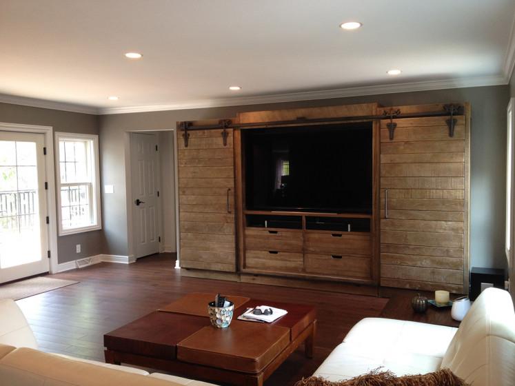 Rear Garage & Family Room